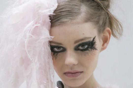 fashion week haute couture le maquillage gothique chic de chanel journal des femmes. Black Bedroom Furniture Sets. Home Design Ideas