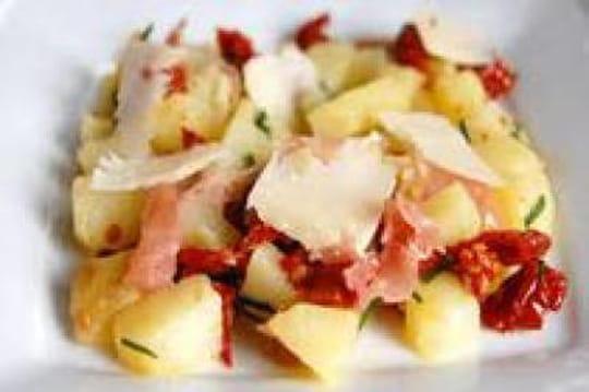Comment faire une savoureuse salade de pommes de terre journal des femmes - Comment faire pousser des pommes de terre ...