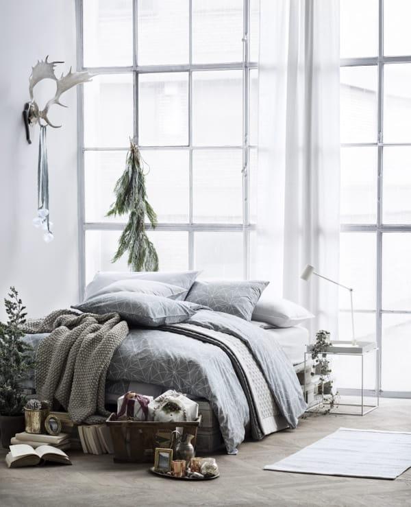 h m home ouvre deux pop up stores pour no l. Black Bedroom Furniture Sets. Home Design Ideas