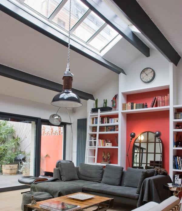 Poutres apparentes 10 id es pour les mettre en valeur - Maison peinte en gris ...