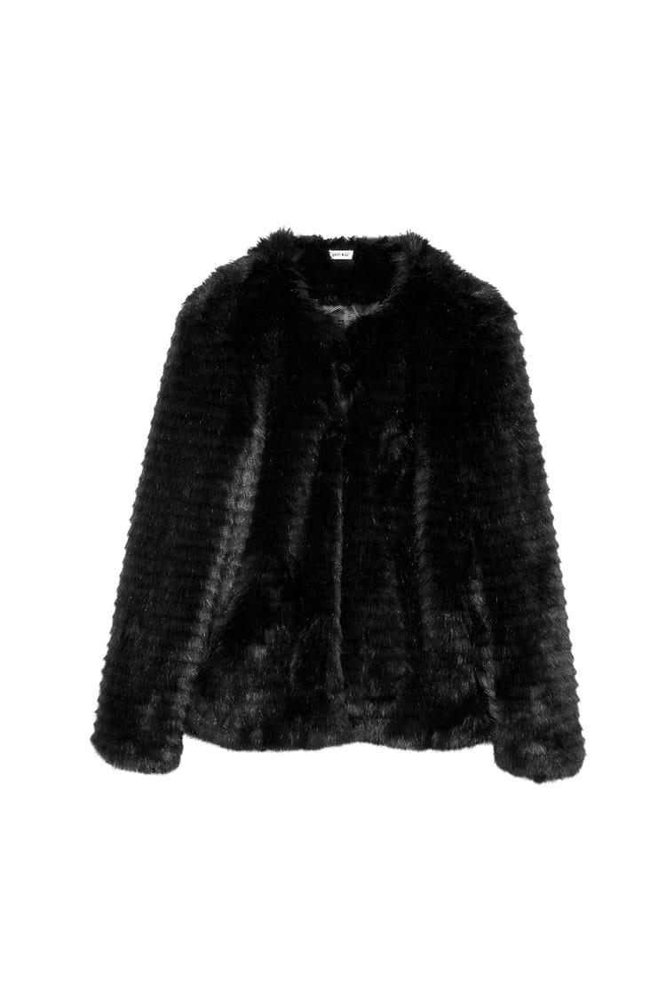 manteau en fausse fourrure noire de pimkie les pi ces. Black Bedroom Furniture Sets. Home Design Ideas