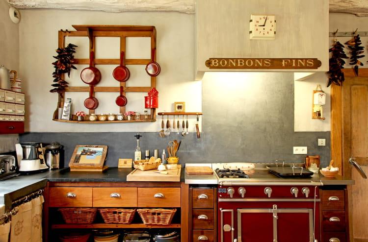 jouer les contrastes comment relooker une cuisine rustique journal des femmes. Black Bedroom Furniture Sets. Home Design Ideas