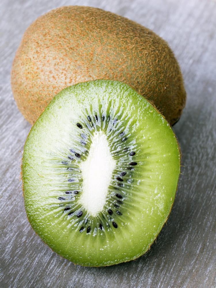 n 6 le kiwi top 10 des aliments riches en vitamine c journal des femmes. Black Bedroom Furniture Sets. Home Design Ideas