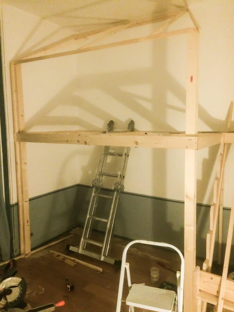 Chambre d 39 enfant dormir dans un lit cabane journal des femmes - Lit mezzanine cabane ...