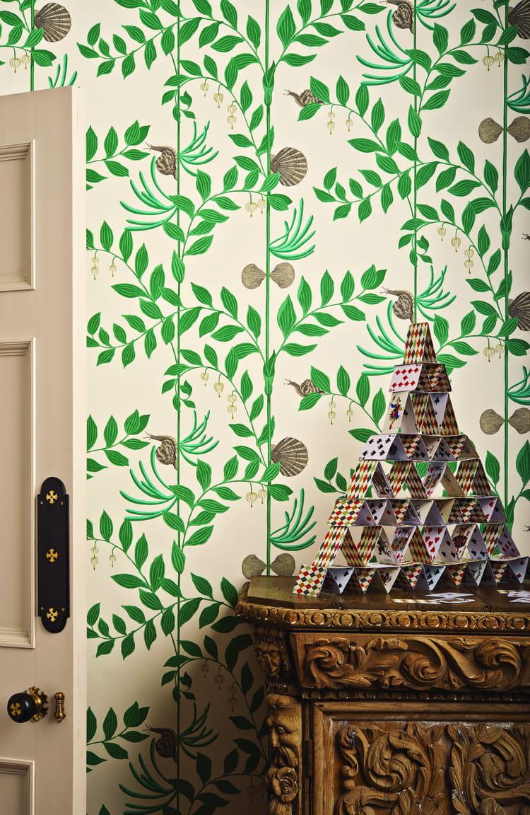 Papier peint secret garden de cole son le papier peint motifs en me - Papier peint motif journal ...