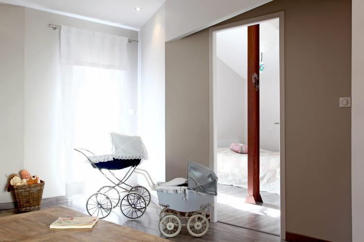 un espace central une ancienne papeterie m tamorphos e fa on loft journal des femmes. Black Bedroom Furniture Sets. Home Design Ideas