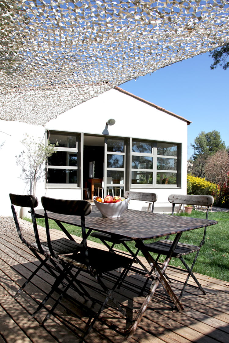 terrasse ensoleill e parenth se styl e dans une maison de famille journal des femmes. Black Bedroom Furniture Sets. Home Design Ideas