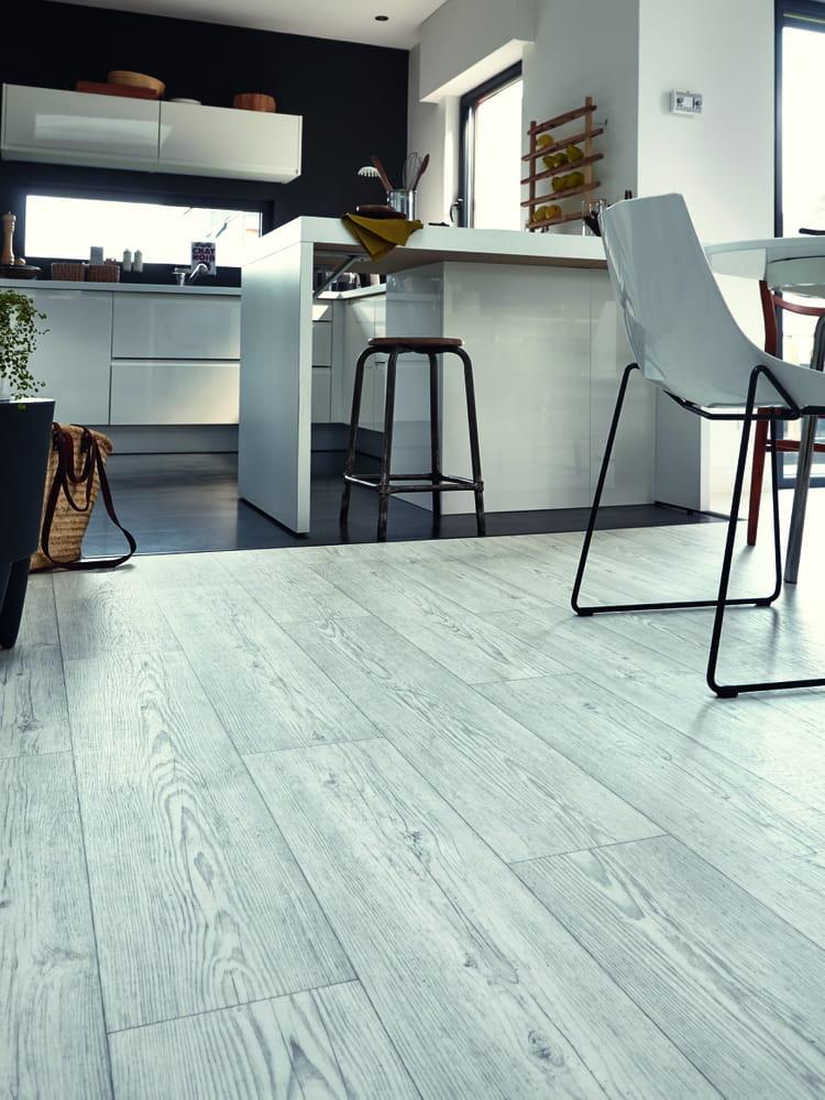 sol vinyle prestige oak tarkett le parquet fait illusion en vinyle et stratifi journal des. Black Bedroom Furniture Sets. Home Design Ideas