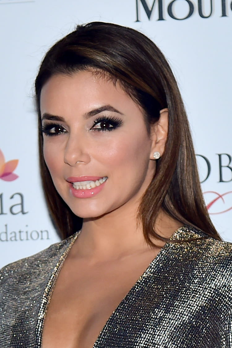 eva longoria les plus belles coiffures du festival de cannes journal des femmes. Black Bedroom Furniture Sets. Home Design Ideas