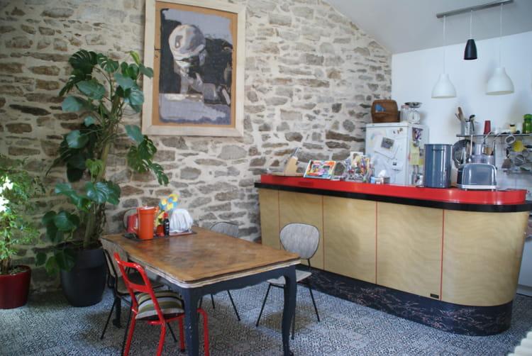un vrai bar dans la cuisine. Black Bedroom Furniture Sets. Home Design Ideas