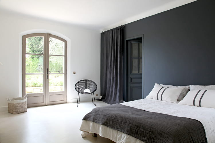 un mur de couleur. Black Bedroom Furniture Sets. Home Design Ideas