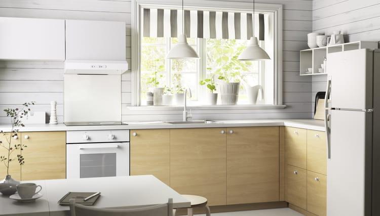 Luminaire Pour Chambre Garcon : Dominée par un blanc éclatant, lambiance de cette cuisine est