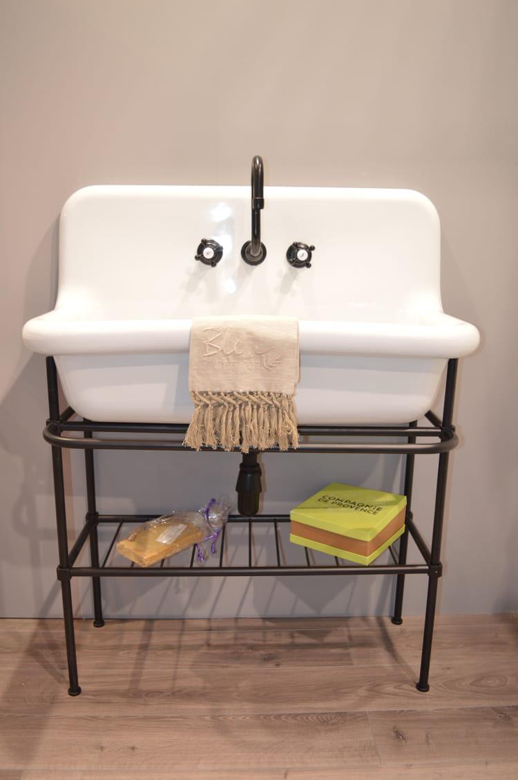 Lavabo esprit r tro chez bleu provence for Lavabo salle de bain retro