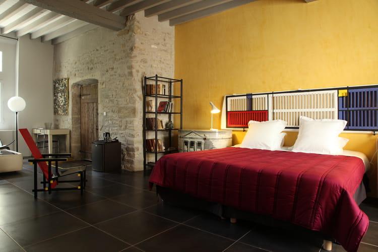 une chambre esprit mondrian la d co et la couleur bordeaux journal des femmes. Black Bedroom Furniture Sets. Home Design Ideas