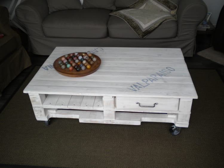 Table basse roulettes en palette - Table basse palette pas cher ...