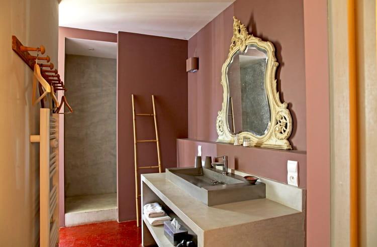 Une salle de bains baroque la d coration couleur marron for Salle bain baroque