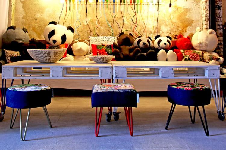 r aliser une d coration remarquable base de couleur bleu klein. Black Bedroom Furniture Sets. Home Design Ideas