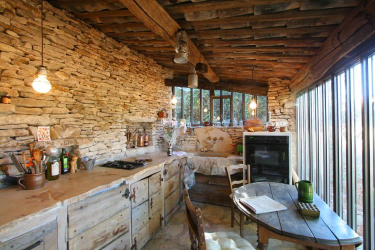 Sous le charme des cuisines campagne chic journal des femmes - Cuisine bois et pierre ...