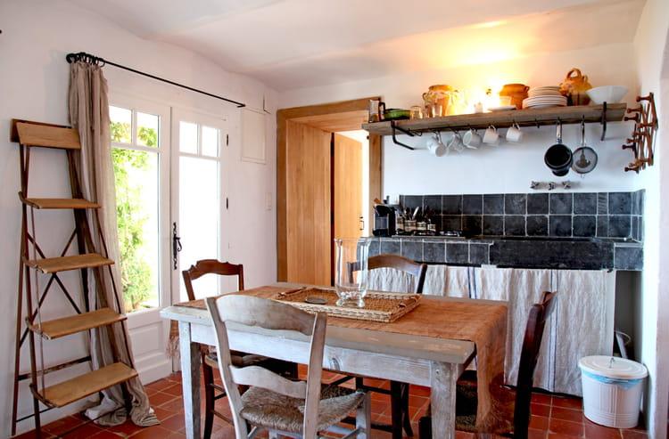 Une cuisine rustique chic en toute simplicit for Cuisine rustique chic
