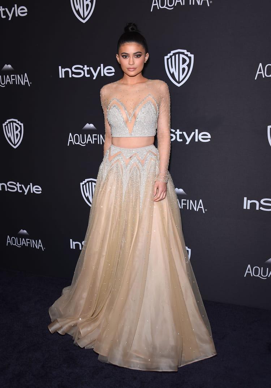 Kylie jenner les plus belles tenues des stars aux golden for Kylie jenner robe