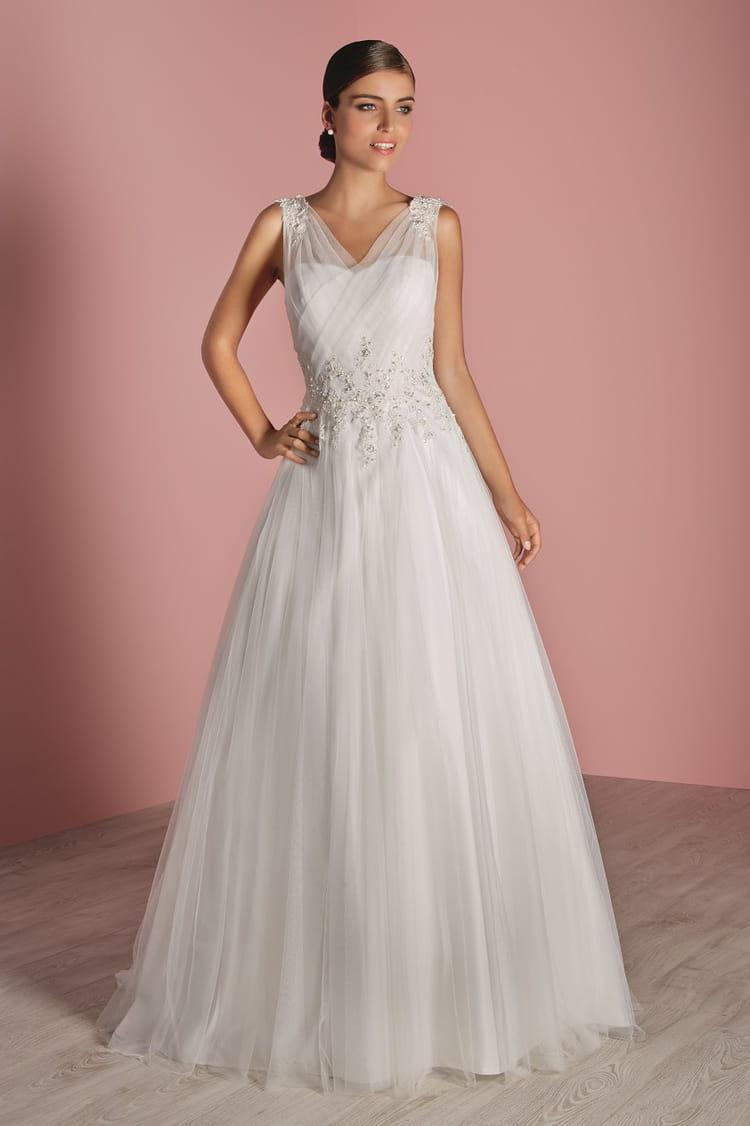 Robe de mari e lenvoutante des robes de mari e petit for Boite a couture tati