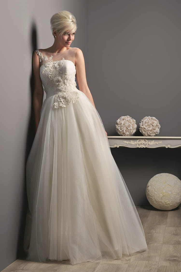 Robe de mari e laurana des robes de mari e petit prix for Boite a couture tati