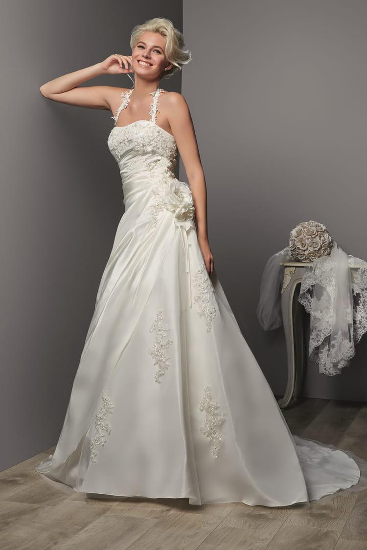 Robe de mari e soreina des robes de mari e petit prix for Boite a couture tati