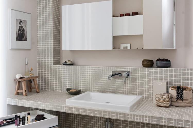 petite salle de bains aux notes nature salle de bains petite mais pleine d 39 id es journal. Black Bedroom Furniture Sets. Home Design Ideas