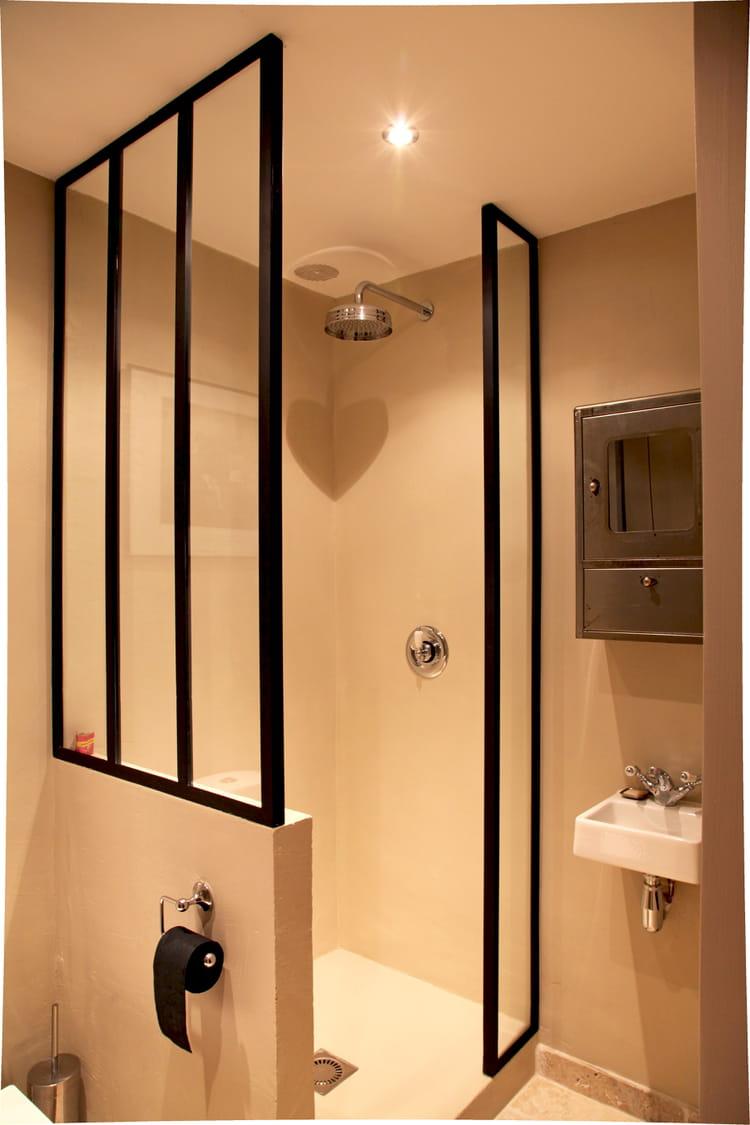 salle d 39 eau avec ferronneries sur mesure. Black Bedroom Furniture Sets. Home Design Ideas