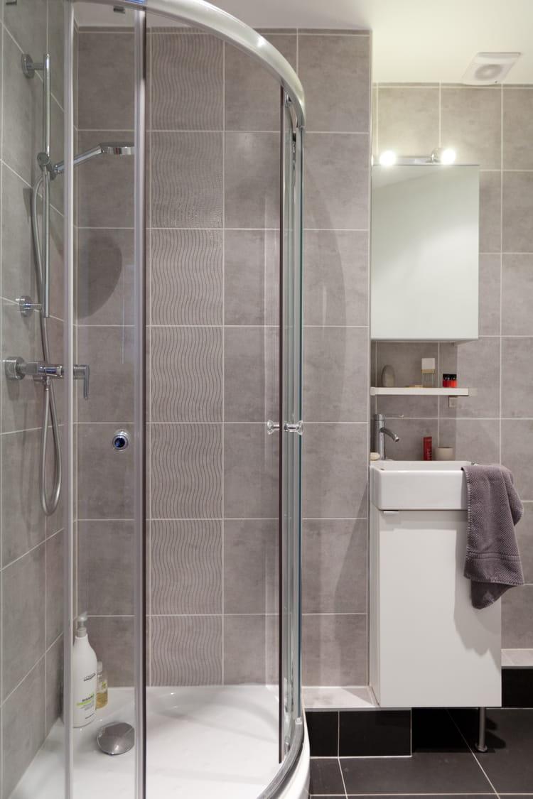 Une salle d 39 eau complexe mais optimis e salle de bains for Comdeco petite salle d eau