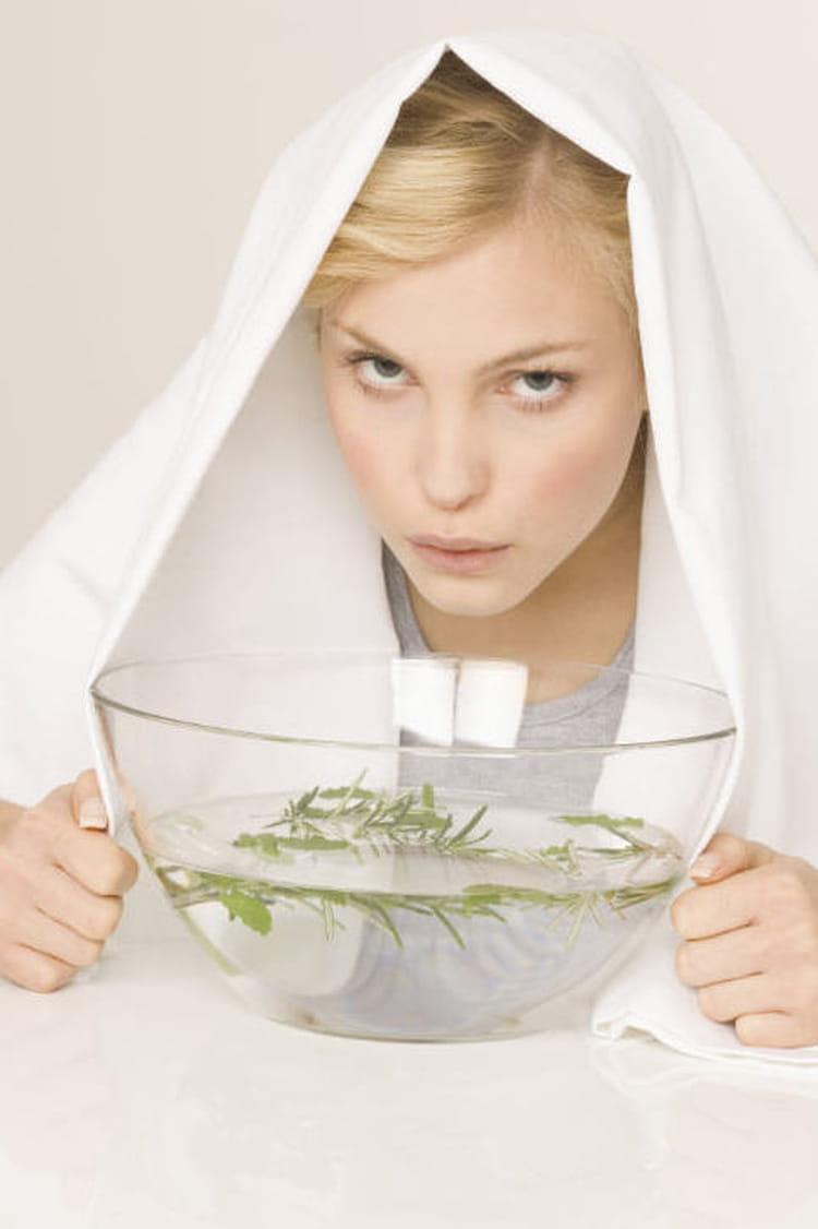 7 astuces naturelles pour calmer une toux journal des femmes. Black Bedroom Furniture Sets. Home Design Ideas