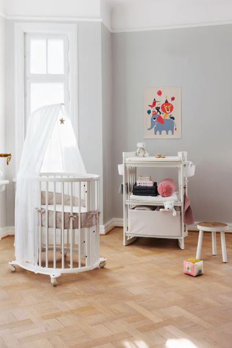 lit volutif stokke sleepi par stokke chambre de b b une d co mixte pour fille et gar on. Black Bedroom Furniture Sets. Home Design Ideas