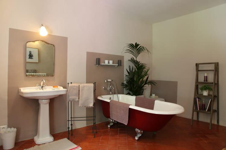 Aplats de couleurs murs bicolores 20 id es d for Baignoire couleur beige