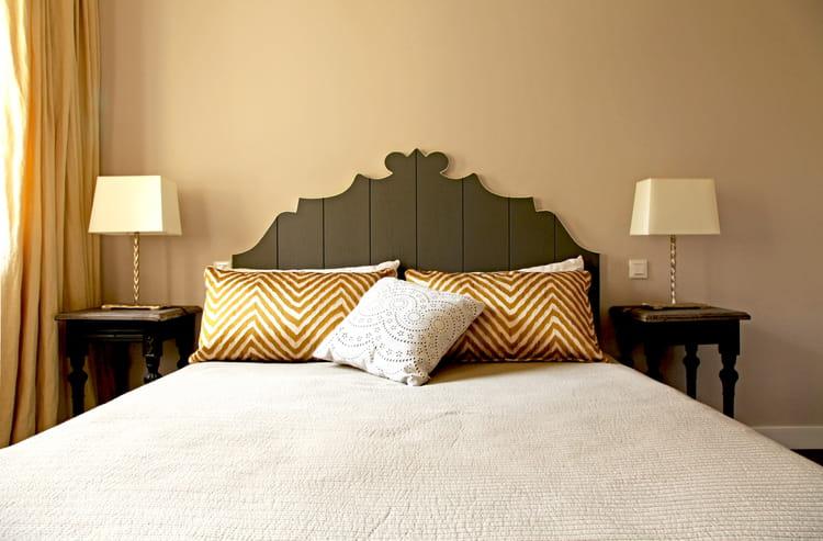 une t te de lit rustique chic comment faire une t te de lit en peinture journal des femmes. Black Bedroom Furniture Sets. Home Design Ideas