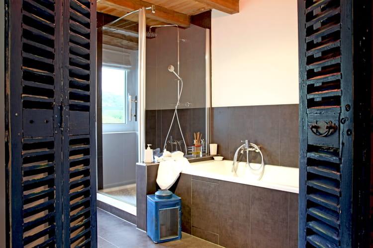 une porte de salle de bains r cup 39. Black Bedroom Furniture Sets. Home Design Ideas