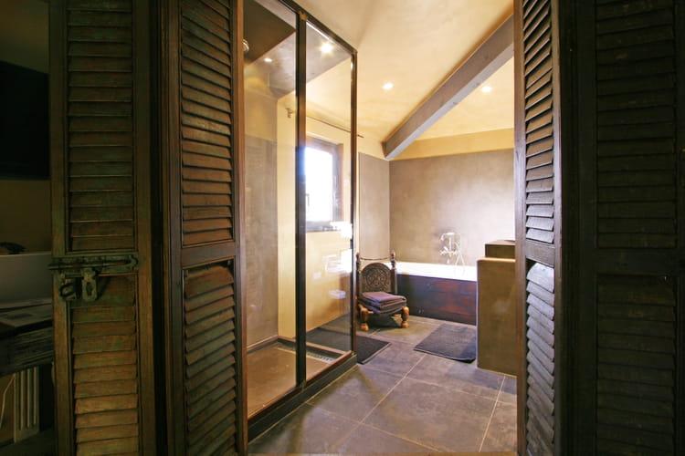 une porte gain de place. Black Bedroom Furniture Sets. Home Design Ideas