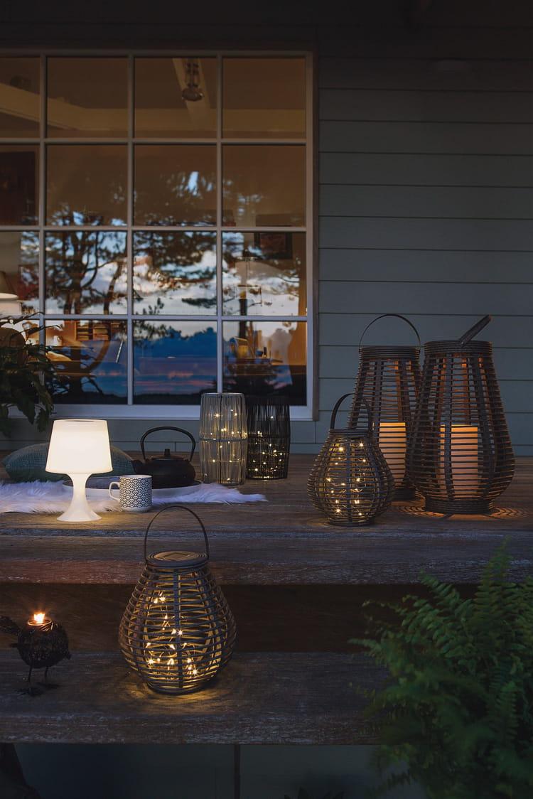 lampe et lanternes solaires chez jardiland. Black Bedroom Furniture Sets. Home Design Ideas