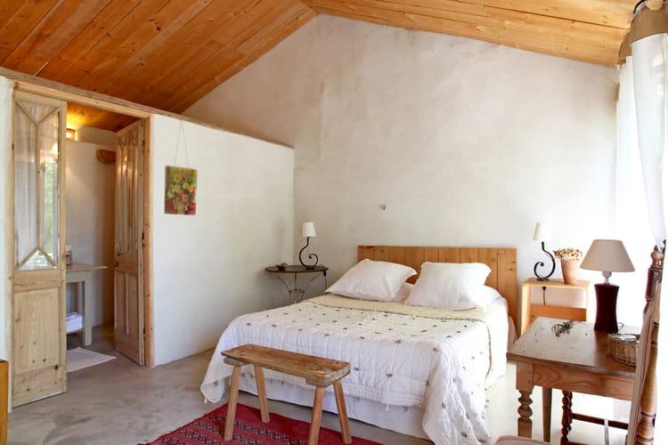 dans une maison de campagne comment faire une salle de bains ouverte sur la chambre. Black Bedroom Furniture Sets. Home Design Ideas