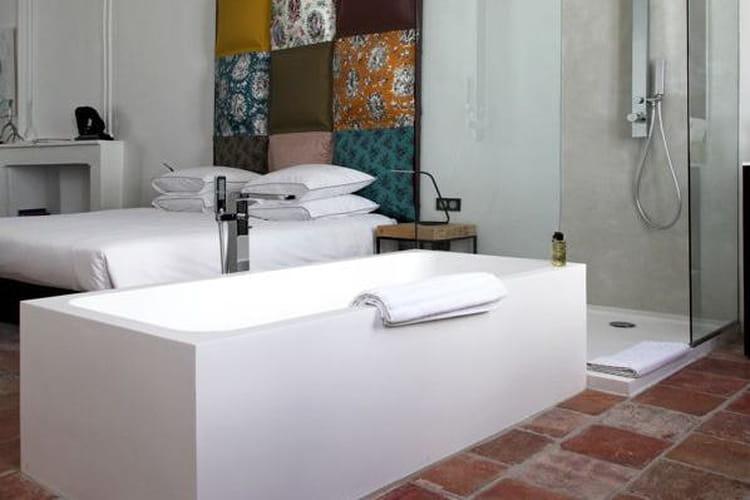 comment faire une salle de bains ouverte sur la chambre. Black Bedroom Furniture Sets. Home Design Ideas