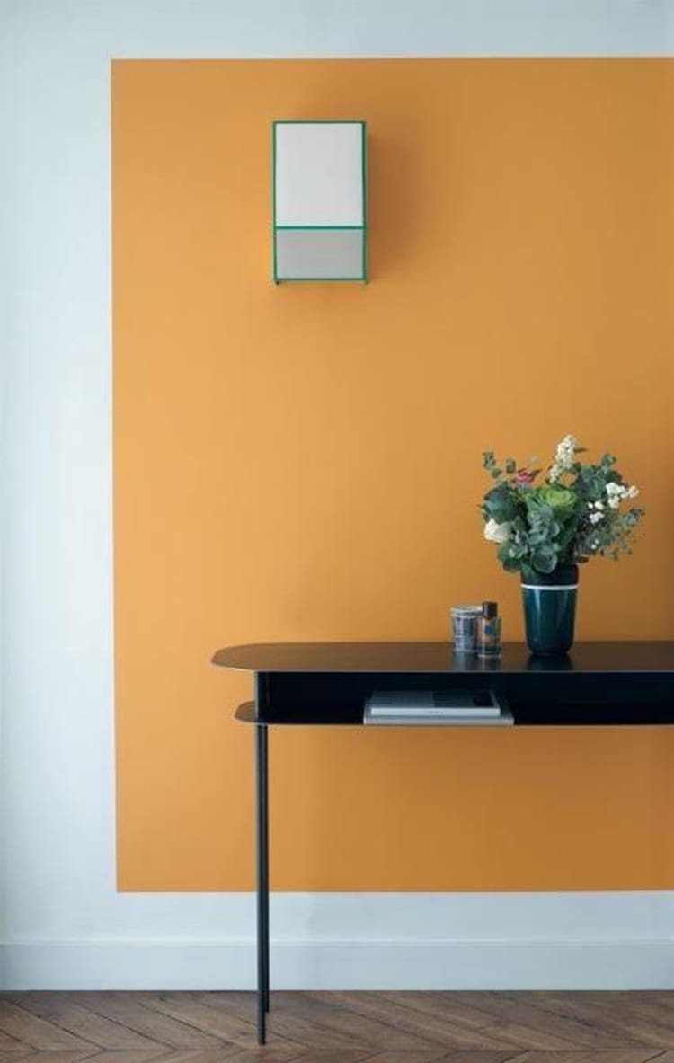 Un salon la touche orang e des couleurs chaudes sur les murs du salon j - Peinture ressource prix ...