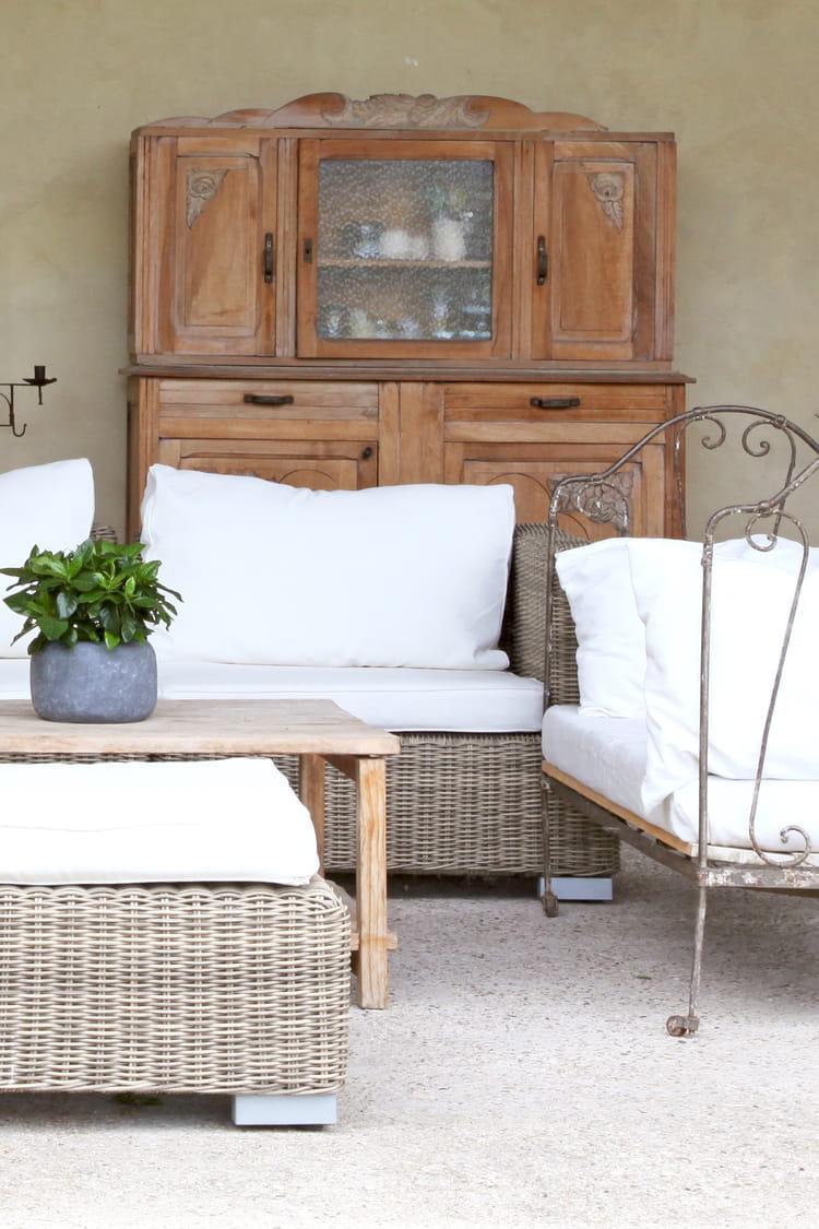 Comment repeindre des meubles rustiques 20170719100649 for Relooker meuble rustique