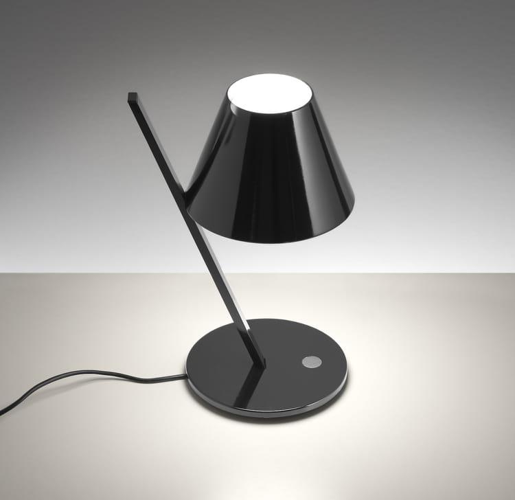 la lampe de chevet noire quelle lampe de chevet choisir journal des femmes. Black Bedroom Furniture Sets. Home Design Ideas