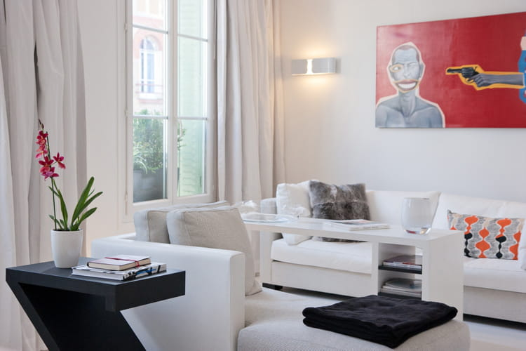 Un salon blanc moderne un salon de couleur blanche tout - Decoration salon moderne blanc ...