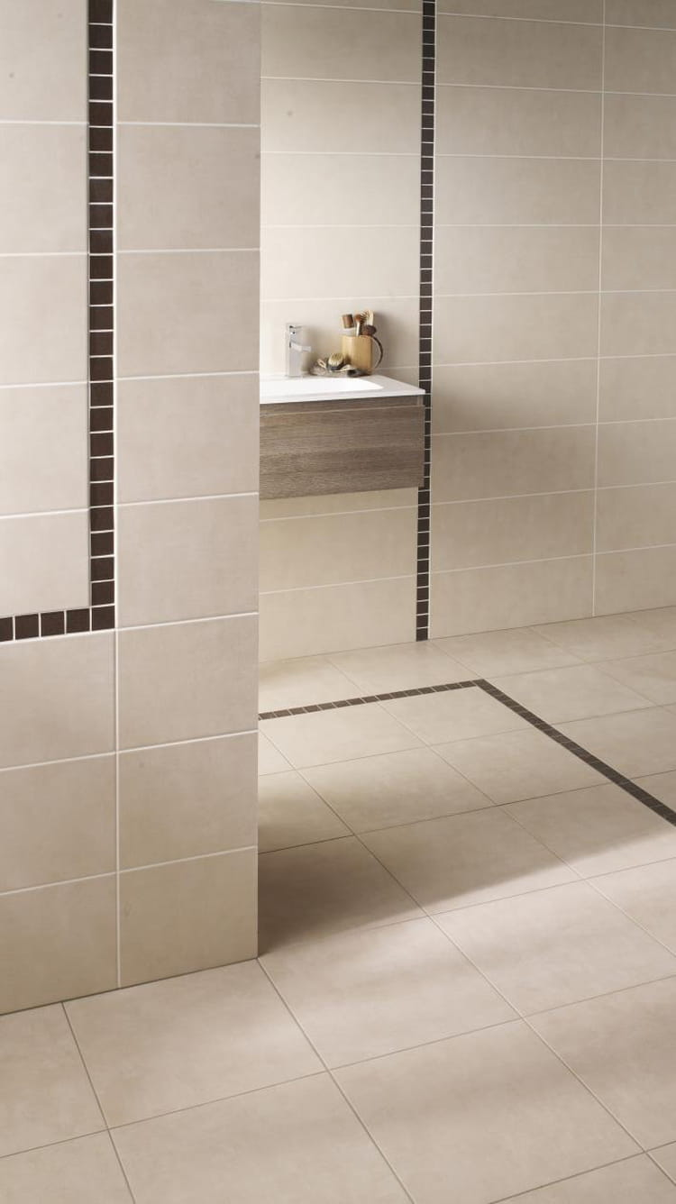 Le carrelage avec frise quel sol pour la salle de bains for Frise carrelage