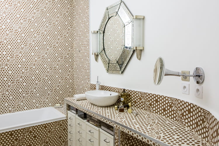 Salle de bain art d co et moderne couleur taupe quelles associations d co - Art et decoration salle de bain ...