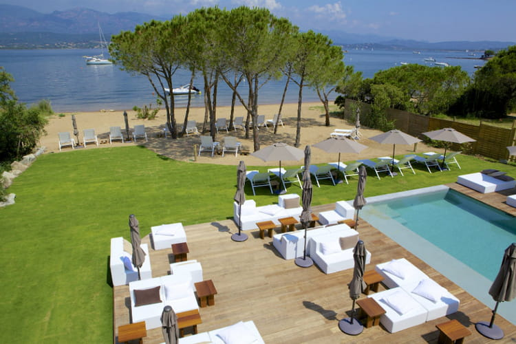 Les plus belles plages priv es d 39 h tels de luxe en france for Hotel de luxe france