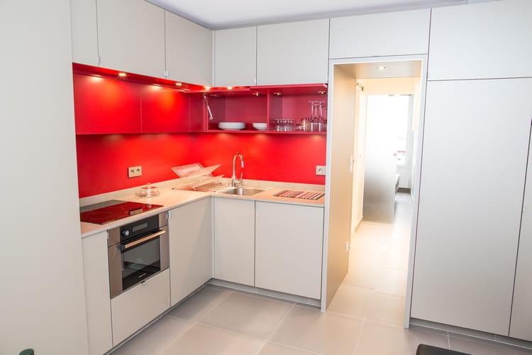 Deco Chambre Garcon Gris Jaune : Une nouvelle cuisine blanche et rouge  Un 26 m² qui semble avoir
