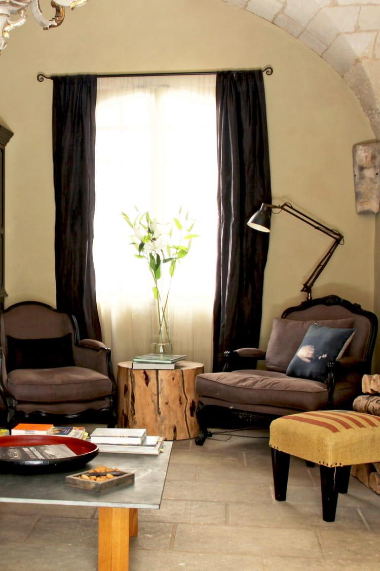 avec un tronc d 39 arbre. Black Bedroom Furniture Sets. Home Design Ideas