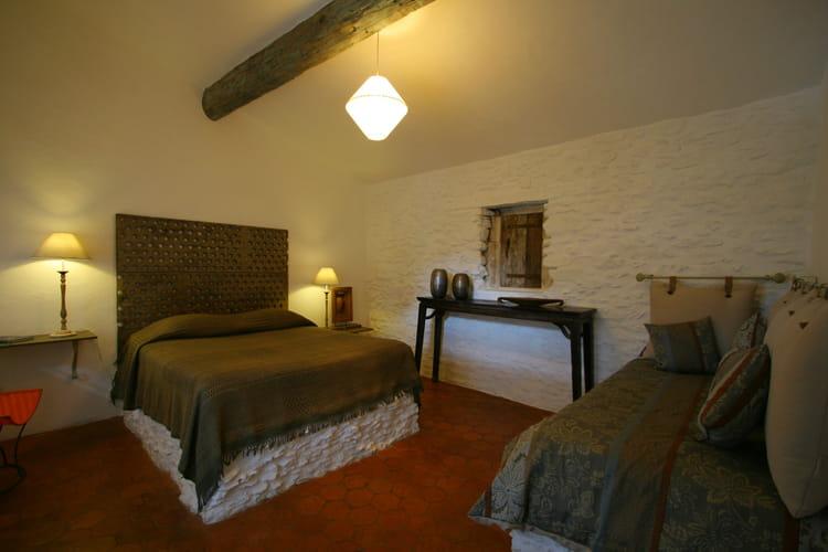 quelle couleur pour une chambre sombre. Black Bedroom Furniture Sets. Home Design Ideas