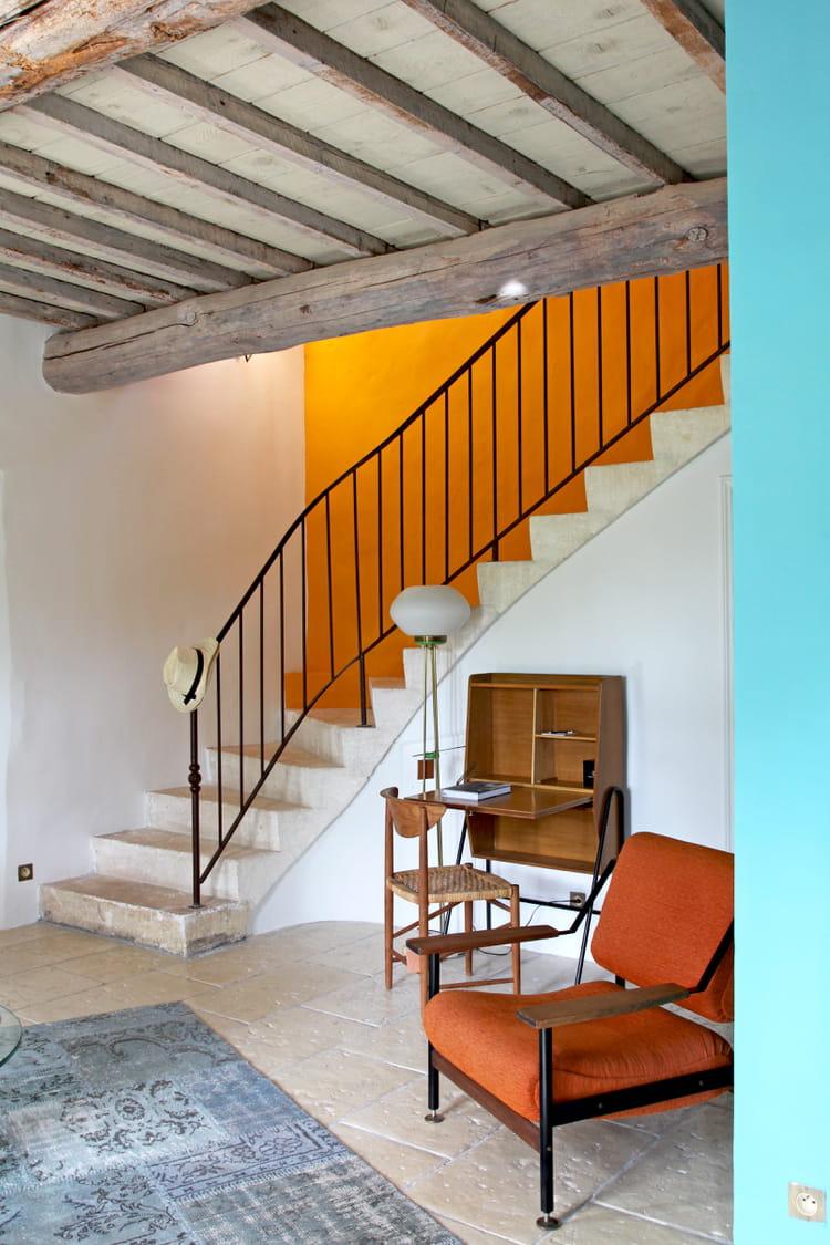 peindre les murs qui entourent l 39 escalier. Black Bedroom Furniture Sets. Home Design Ideas